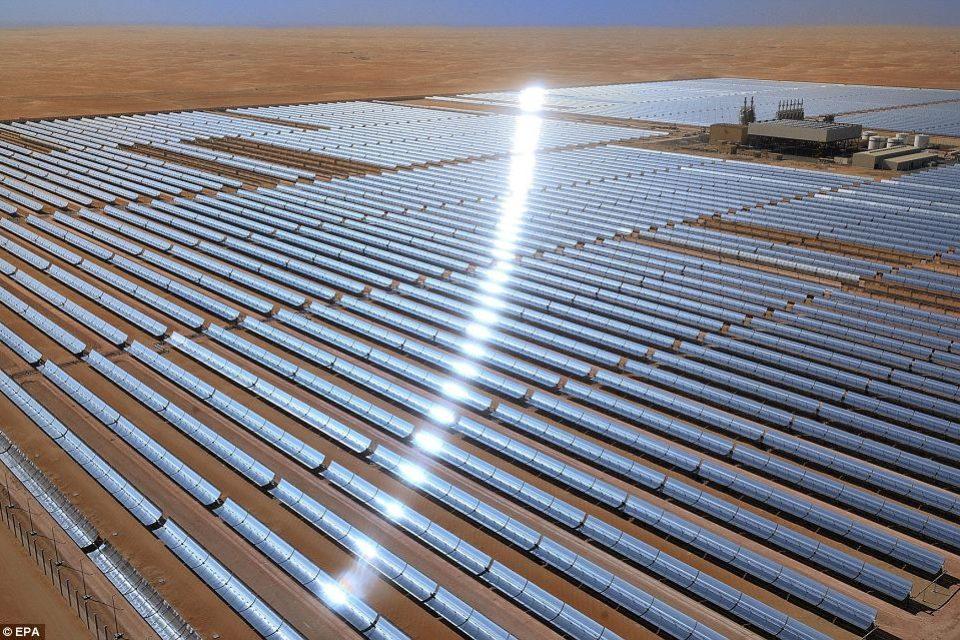 В Дубай изграждат най-голямата електроцентрала в света със слънчеви колектори