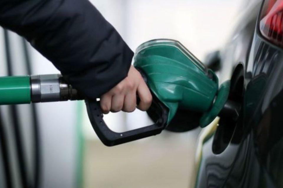 Петролът с първа годишна загуба след 2014-та