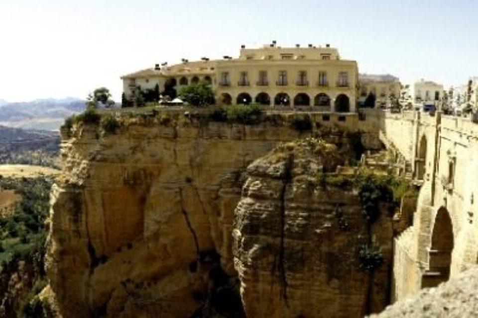 Исторически хотели в Испания преминават към възобновяема енергия от 2019 г.